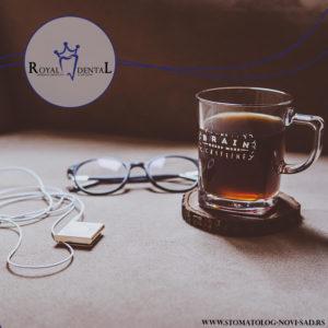 Obojeni napici, poput kafe, crnih čajeva, vina, itd, zbog visoke koncentracije pigmenata, značajno utiču na boju zuba, pa samim tim i na efekat izbeljivanja zuba